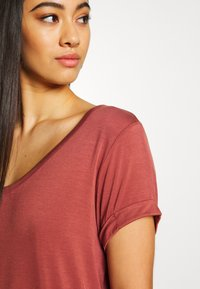 Cotton On - KARLY SLEEVE V NECK - T-shirts - mahogany - 4