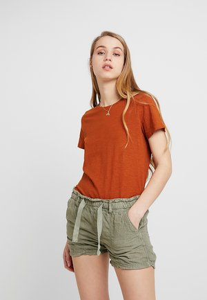 THE CREW - T-shirts med print - umber brown
