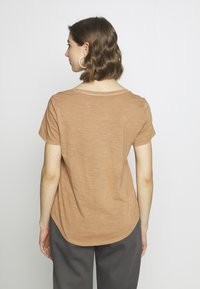 Cotton On - THE DEEP V - T-shirts - washed lion - 2