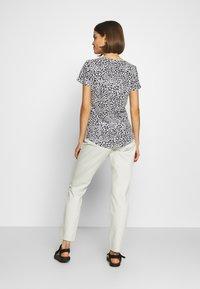 Cotton On - THE DEEP V - T-shirt basic - washed lilian grey marle - 2