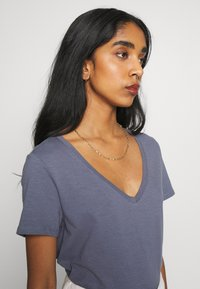 Cotton On - THE DEEP V - T-shirt basic - grisaille - 3