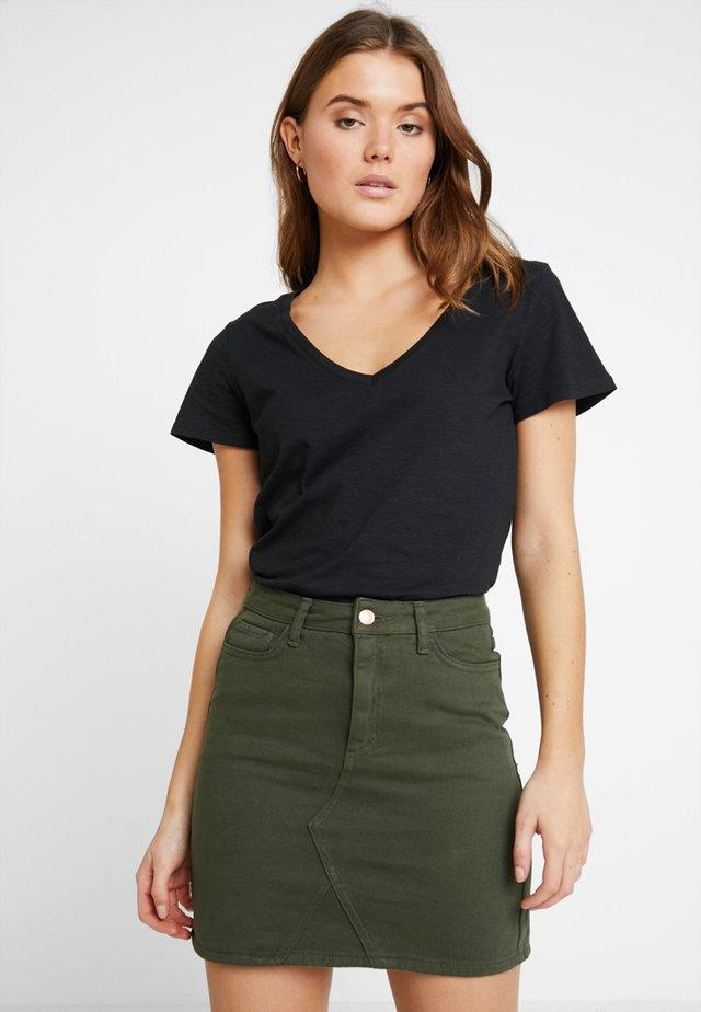 THE DEEP V - T-shirt basic - black