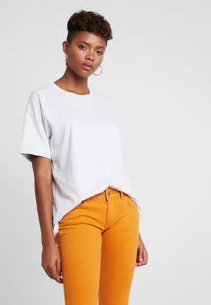 THE RELAXED BOYFRIEND TEE - T-shirts basic - grey marle