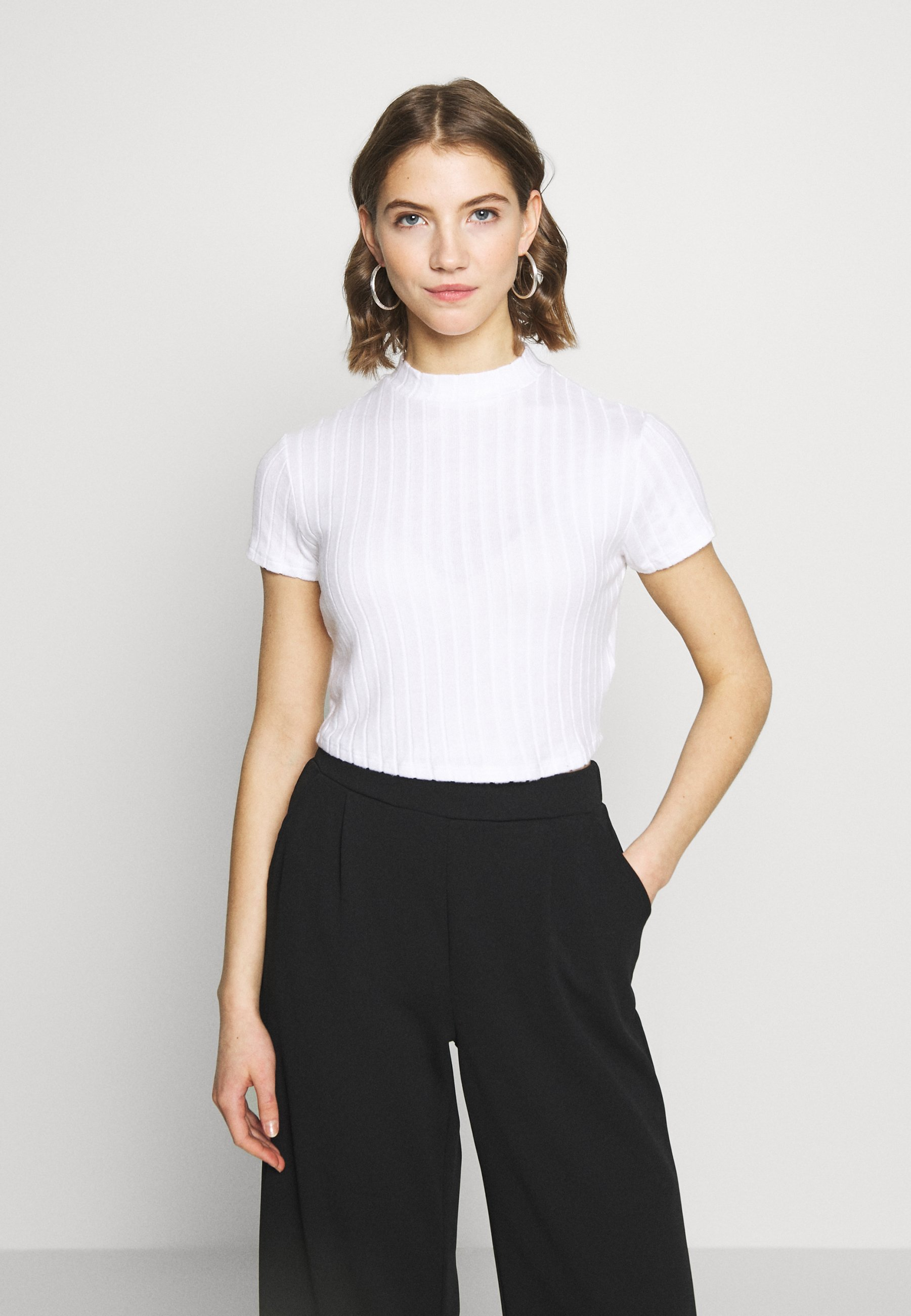 Cotton On MOCK NECK TEXTURE SHORT SLEEVE - T-shirts med print - white