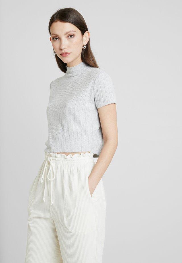 MOCK NECK TEXTURE SHORT SLEEVE - Print T-shirt - white/greys fleck