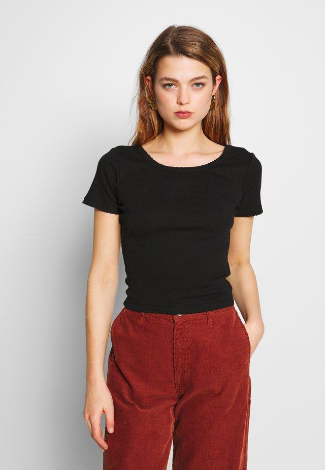 SWEETHEART SCOOP BACK TEE - T-shirt z nadrukiem - black