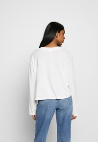 Cotton On - RELAXED FIT GRAPHIC LONG SLEEVE - Bluzka z długim rękawem - white - 2