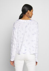 Cotton On - RELAXED FIT GRAPHIC LONG SLEEVE - Maglietta a manica lunga - white/light blue - 2