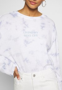 Cotton On - RELAXED FIT GRAPHIC LONG SLEEVE - Maglietta a manica lunga - white/light blue - 4