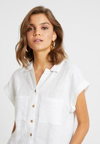 Cotton On - EMILY CHOPPED SHORT SLEEVE - Button-down blouse - white texture - 3