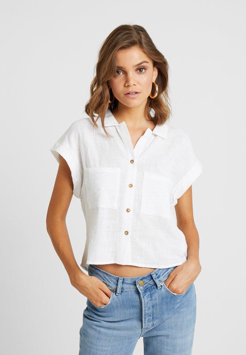 Cotton On - EMILY CHOPPED SHORT SLEEVE - Button-down blouse - white texture