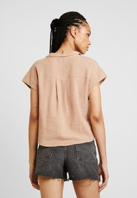 Cotton On - EMILY CHOPPED SHORT SLEEVE - Button-down blouse - taffy - 2
