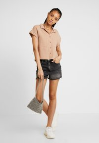 Cotton On - EMILY CHOPPED SHORT SLEEVE - Button-down blouse - taffy - 1