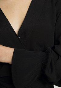 Cotton On - SPLICE WRAP BLOUSE - Bluser - black - 4