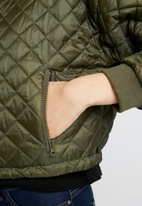 Cotton On - QUILTED - Bomberjacks - burnt olive - 4