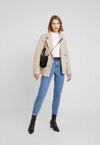 Cotton On - SAMMY - Krótki płaszcz - natural - 1