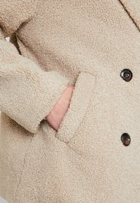 Cotton On - SAMMY - Krótki płaszcz - natural - 5