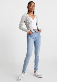 Cotton On - QUINNIE CROPPED CARDI - Cardigan - grey marle - 1