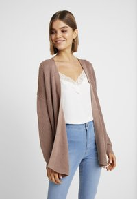 Cotton On - ARCHY CARDIGAN - Vest - brownie - 0