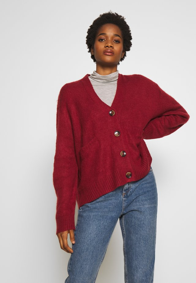 KATE BRUSHED CARDI - Strikjakke /Cardigans - garnet