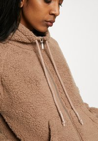 Cotton On - ZIP THRU CROPPED HOODIE - Kurtka zimowa - natural - 4