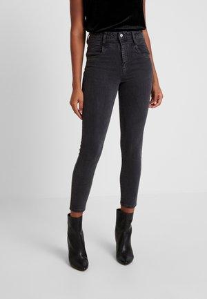 HIGH RISE GRAZER - Skinny džíny - black front yoke