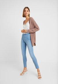Cotton On - HIGH RISE - Skinny džíny - skyway mid blue - 1