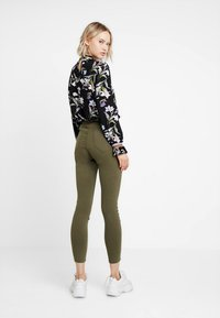 Cotton On - HIGH RISE - Jeans Skinny Fit - khaki - 2