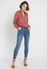 Cotton On - MID RISE GRAZER  - Skinny džíny - core blue - 1