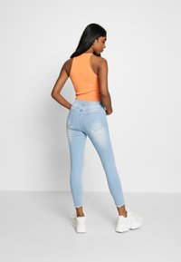 Cotton On - MID RISE GRAZER  - Jeans Skinny Fit - bleach blue - 2