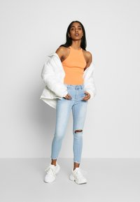 Cotton On - MID RISE GRAZER  - Jeans Skinny Fit - bleach blue - 1