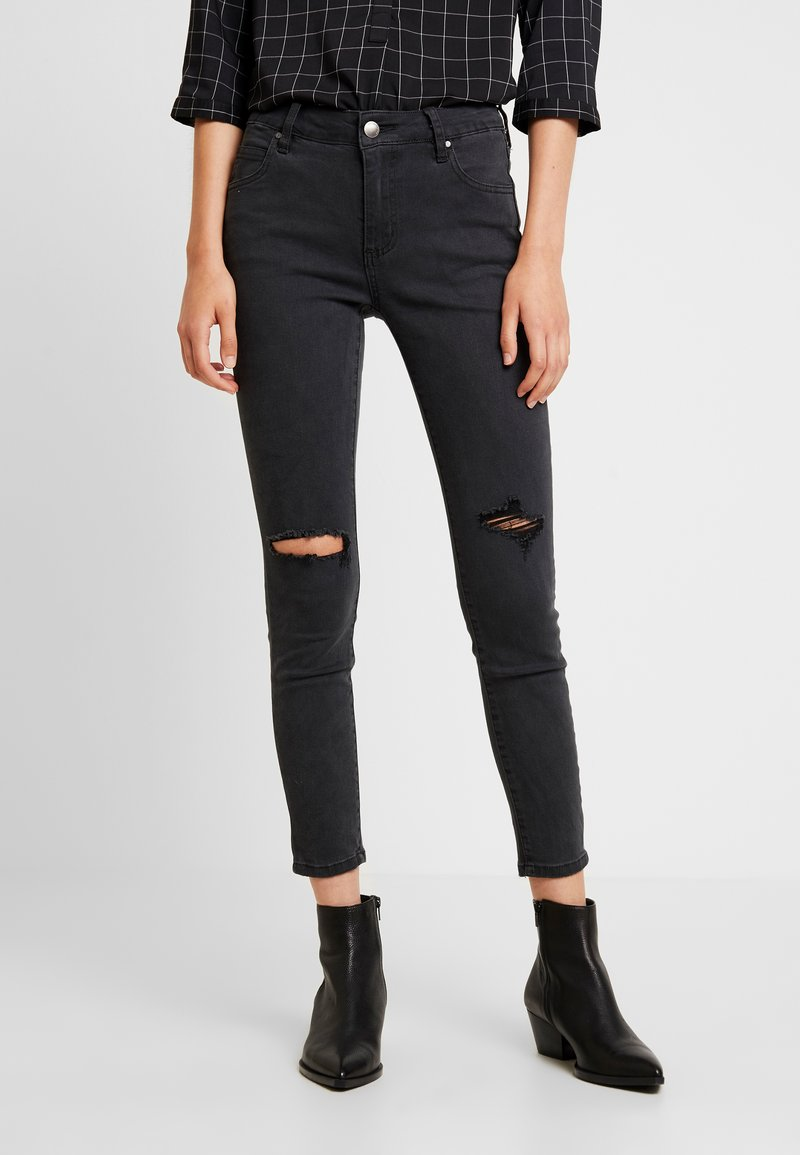 Cotton On - MID RISE GRAZER  - Vaqueros pitillo - washed black