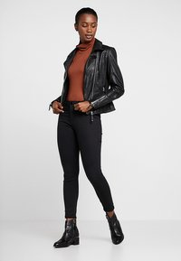 Cotton On - MID RISE - Jeans Skinny Fit - black - 1