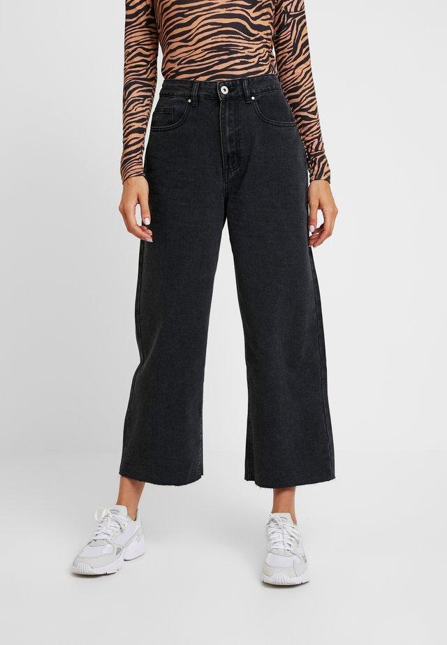 HIGH RISE WIDE LEG - Flared Jeans - vintage black