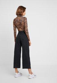 Cotton On - HIGH RISE WIDE LEG - Flared jeans - vintage black - 2