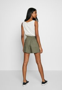 Cotton On - DRAPEY LONGLINE - Szorty - dark olive - 2