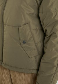Cotton On - RUDI RAGLAN PUFFER - Lett jakke - khaki - 4