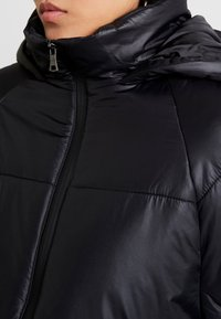 Cotton On - RUDI RAGLAN PUFFER - Välikausitakki - high shine black - 4