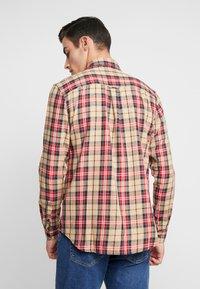 Cotton On - BRUNSWICK SLIM FIT - Overhemd - tan/multi - 2