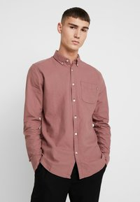 Cotton On - BRUNSWICK SLIM FIT - Skjorta - dusty red - 0