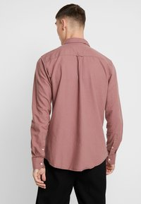 Cotton On - BRUNSWICK SLIM FIT - Skjorta - dusty red - 2