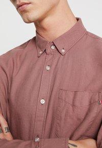 Cotton On - BRUNSWICK SLIM FIT - Skjorta - dusty red - 5