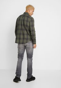 Cotton On - BRUNSWICK SLIM FIT - Koszula - khaki/navy