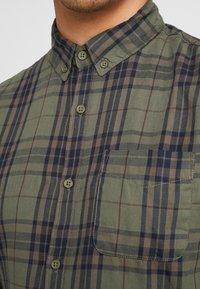 Cotton On - BRUNSWICK SLIM FIT - Skjorte - khaki/navy - 5