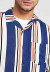 Cotton On - SHORT SLEEVE FESTIVAL - Hemd - white/navy/orange