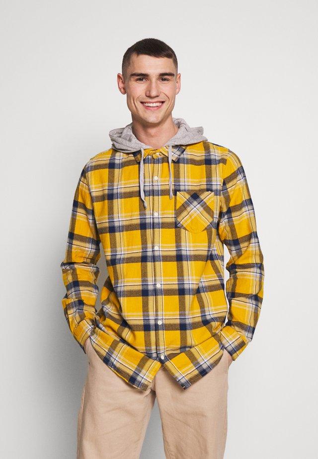 RUGGED HOODED SHIRT - Skjorta - yellow