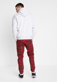 Cotton On - DRAKE CUFFED PANT - Tygbyxor - red - 2