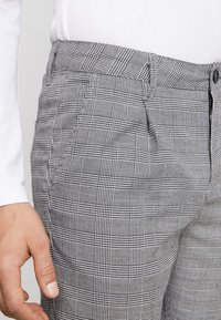 Cotton On - OXFORD TROUSER - Kalhoty - black prince of wales - 4