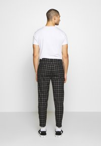 Cotton On - OXFORD TROUSER - Kalhoty - shadow check - 2