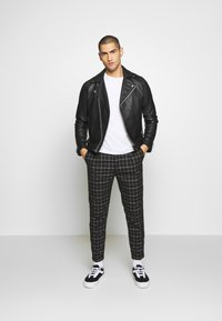 Cotton On - OXFORD TROUSER - Trousers - shadow check - 1